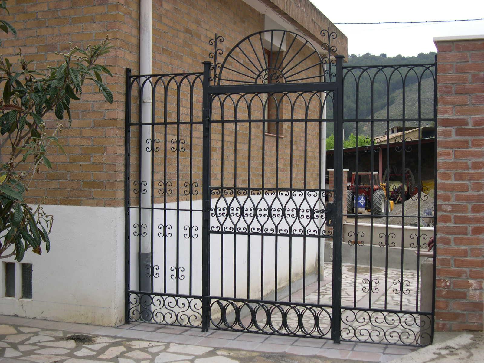 Talleres raluy restauraci n for Bancas para jardin de herreria